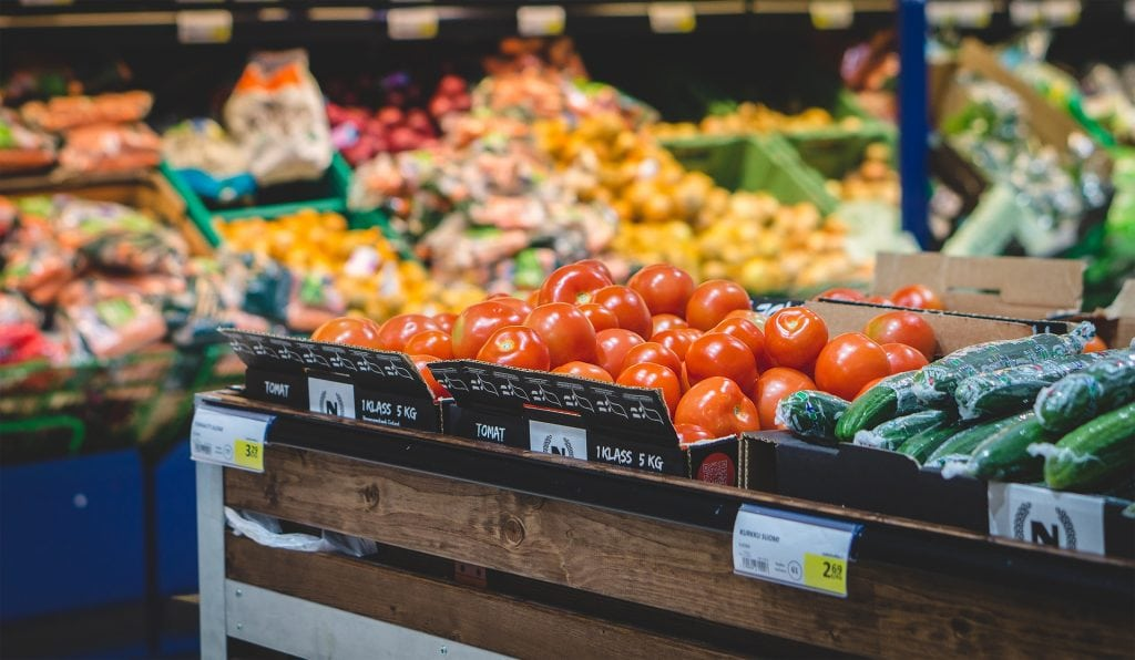 Get the Skinny on Clean Eating, Whole Food, and Real Food - Shop the perimeter of the store for the healthiest options. | Rachel Freebairn Fitness | #cleaneating #realfood #realfoodsnacks #shoppingtips #healthyeating
